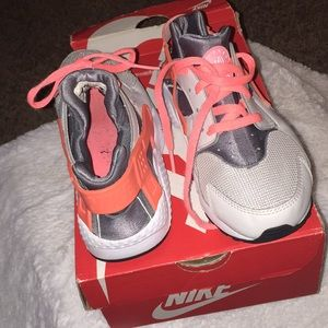Girls Gray and Coral Nike Huaraches